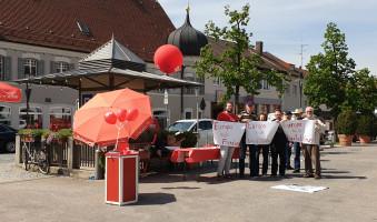 Infostand der SPD Markt Schwaben mit Botschaften für Europa
