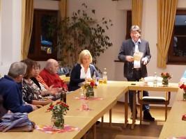 Albert Hingerl, der Fraktionssprecher im Kreistag, beantwortet Fragen