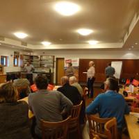 Intensive Diskussionen im Bürgerstüberl in Pliening